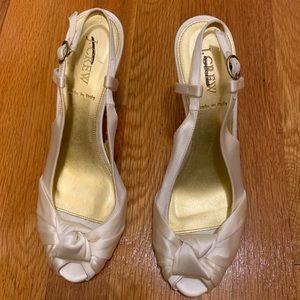Jcrew J Crew ivory satin peep toe heels sz 8 NWT